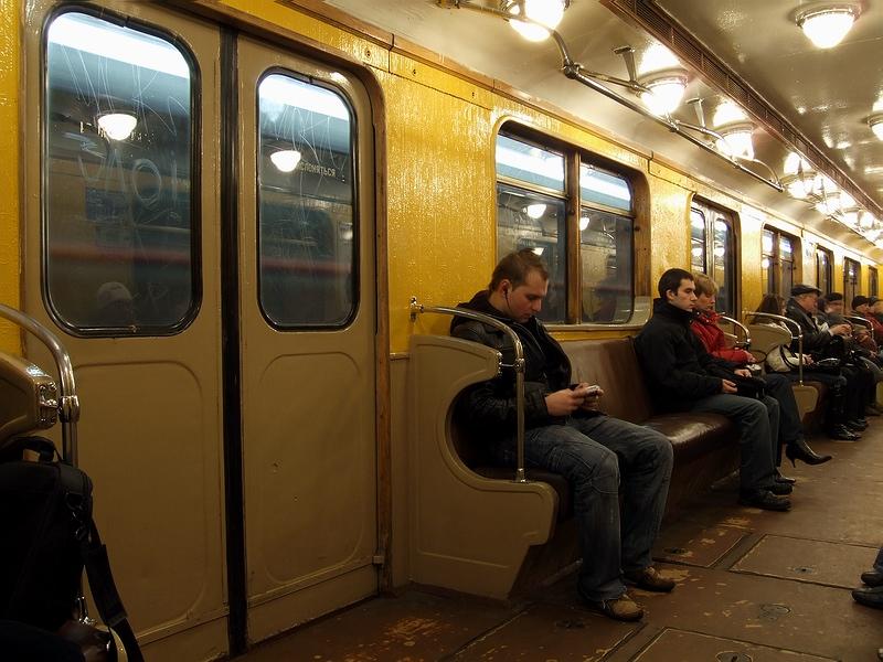 sluchayniy-seks-v-vagone-metro